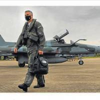 Comandante do Esquadrão Pampa da Força Aérea Brasileira, em Canoas, o tenente-coronel Romanelli se prepara para a despedida como piloto, prevista para o início de 2021