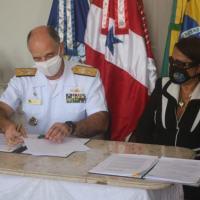 Comandante do 4º Distrito Naval e representante da Funasa Pará durante assinatura dos Termos de Execução Descentralizada