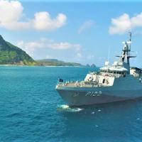 """Navio-Patrulha Oceânico """"Araguari"""" durante ação de presença no Arquipélago de Fernando de Noronha"""