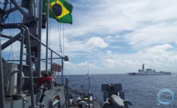 """Navio-Patrulha """"Guaíba"""" realizou exercícios com o USCG """"Stone"""", da Guarda Costeira dos Estados Unidos"""