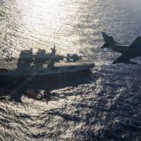 """Aeronave do EsqdVF-1 e NAM """"Atlântico"""" durante exercício na """"Aspirantex/2021"""""""