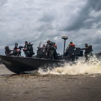 Pilotos de embarcações fluviais militares recebem adestramento em Belém