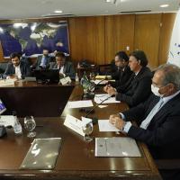 Presidente Bolsonaro, Almirante Rocha e outros ministros assistem a apresentação do Presidente Alberto Fernandez da Argentina na   LVII Cúpula de Presidentes do MERCOSUL, em 16 de dezembro de 2020. Foto Palácio Planalto