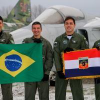 Capacitação ocorre em Såtenäs, na Suécia, e integra a implantação do novo caça na Força Aérea Brasileira (FAB)