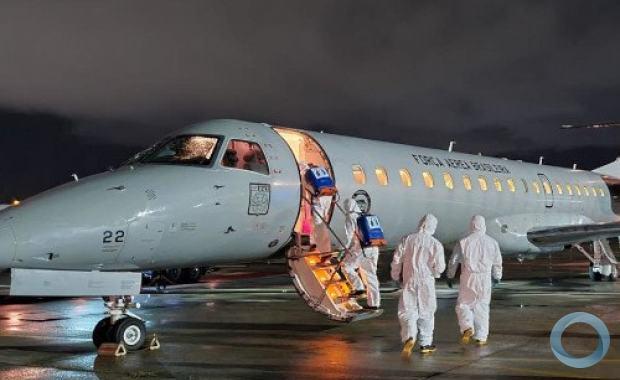 Militares do Comando Conjunto RN-PB desinfectaram aeronave utilizada no transporte de pacientes com Covid-19
