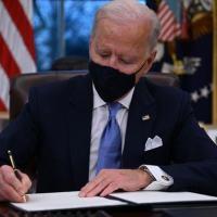 Biden revoga ordem de Trump que proibiu transgêneros nas Forças Armadas