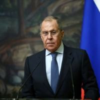 O ministro das Relações Exteriores da Rússia, Sergei Lavrov, participa de uma coletiva de imprensa conjunta com seu homólogo iraniano após