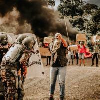 Treinamento de controle de tumultos por tropa do Exército Brasileiro
