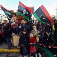 Líbios celebram aniversário da Revolução de 17 de fevereiro em Trípoli