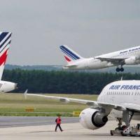© Joël Saget Aviões da Air France no aeroporto Roissy-Charles de Gaulle, França, em 1 de junho de 2012