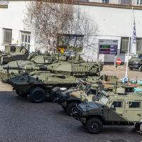 Chega o Centauro 2 com  veículos LMV e outros da IVECO para o Exército Italiano.