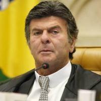 Ministro Luiz Fux: Sociedade não está preparada para carta de alforria da Câmara a deputado preso.