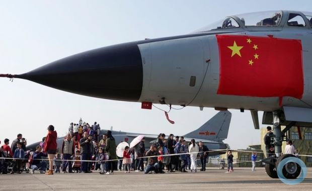 Caça chinês na base militar de Hangzhou