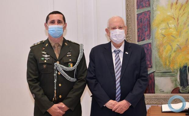 Embaixador do Brasil apresenta, Gen Menandro apresentou  credenciais ao presidente de Israel Reuven Rivlin. Na foto aparecem o Adido de Defesa Cel Marcus Vinicius  e o Presidente de Israel Reuven Rivlin ,