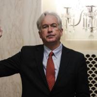 William Burns faz o juramento no início de sua audiência perante um comitê do Senado que está considerando nomeá-lo chefe da CIA por proposta do presidente Joe Biden