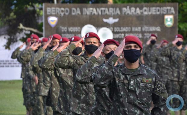Tropa paraquedista retorna ao Brasil após exercício nos EUA
