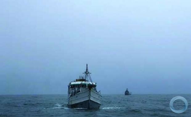"""Navio-Patrulha """"Guaíba"""" conduziu embarcação de pesca """"Gohan"""" ao Porto de Recife (PE)"""