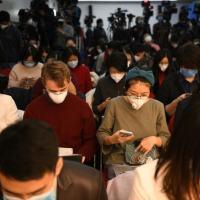 Jornalistas participam de entrevista coletiva da Comissão Nacional de Saúde em Pequim, 27 de janeiro de 2020