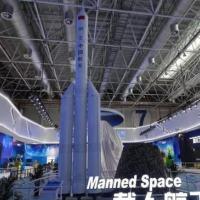 Modelo de foguete, ainda sem nome, exibido durante um evento de 2018 (Imagem: Reprodução/CASC)