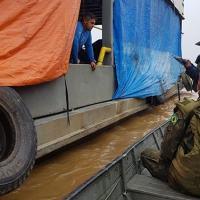 """Militares do NPaFlu """"Pedro Teixeira"""" durante abordagem de Inspeção Naval"""