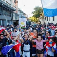 Manifestação em Assunção, Paraguai, contra o presidente Abdo, por insatisfação pelas medidas contra a Pandemia.