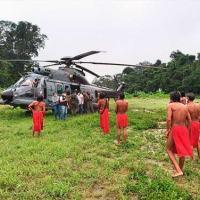 Militares do EsqdHU-2 pousam em aldeia indígena