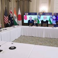Biden, à direita, se reúne virtualmente com os líderes Suga (Japão), Modi (Índia) e Morrisson (Austrália)