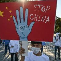 A China foi acusada em um novo relatório de violar a convenção das Nações Unidas contra o genocídio por seu tratamento ao povo uigur China foi acusada em um novo relatório de violar a convenção das Nações Unidas contra o genocídio ao tratar o povo uigur