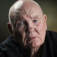 Aos 78 anos, Peter McAleese diz que se arrende de falhas como marido e pai, mas não de seus anos como mercenário