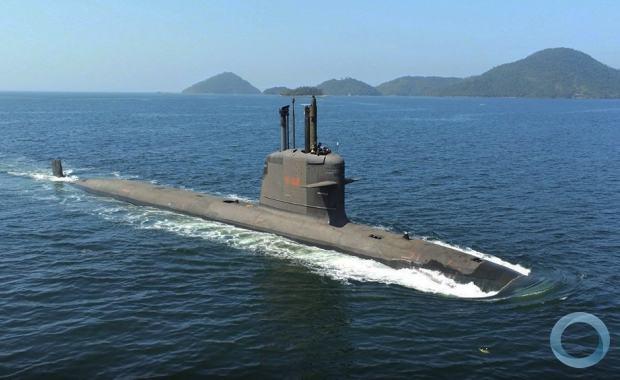 Submarino S-40 Riachuelo navegando em testes de aprovação.