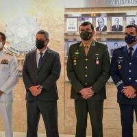 Ministro da Defesa Braga Netto e comandantes indicados. Foto: Alexandre Manfrim -Centro de Comunicação Social da Defesa (CCOMSOD)