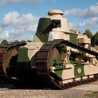 Os carros de combate francês Renault FT-17 foram os primeiros blindados adotados pelo Exército Brasileiro, em 1921.