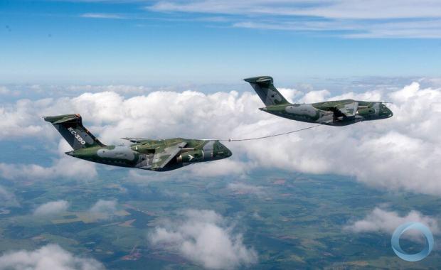 Embraer conclui com sucesso qualificação de reabastecimento em voo entre duas aeronaves KC-390 Millennium