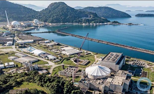 A Central Nuclear Almirante Álvaro Alberto (CNAAA), onde estão situadas as Usinas Nucleares Angra 1 e Angra 2, está localizada na Praia de Itaorna no município de Angra dos Reis.