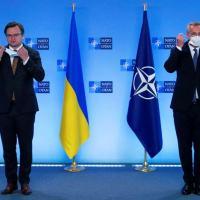 Secretário-geral da OTAN, Jens Stoltenberg, se reúne com chanceler da Ucrânia, Dmytro Kuleba, em Bruxelas