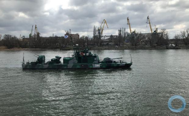 Embarcação russa navegando pelo Rio Don, em deslocamento do Mar Cáspio para o Mar Negro. Foto Ministério Defesa Russia