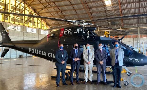 Na emprea AEROMOT Dr Moliterni, Cônsul-Geral Bortot,  Sr Guilherme e Sr Kaiser Konrad junto a um AW119 da Secretaria de Segurança do Rio de Janeiro