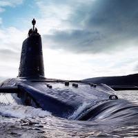 O submarino Royal Navy classe Trident HMS Victorius em bela fotografia, cerca de 2003.