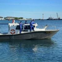 Lancha da Marinha da Indonésia participa nas operações de busca de um submarino militar perdido