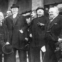 © Getty Images O britânico David Lloyd George, o francês Alexandre Millerand e o italiano Francesco Nitti conduziram a Conferência de San Remo, na qual foi oficializada a distribuição do Oriente Médio.