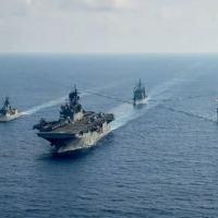 Navios das Marinhas dos Estados Unidos e da Austrália no Mar do Sul da China