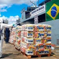 """Militar descontamina cestas básicas antes de embarque no NA """"Pará"""""""