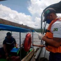 Equipe de Inspeção Naval aborda embarcação de  transporte de passageiros no Oiapoque (AP)