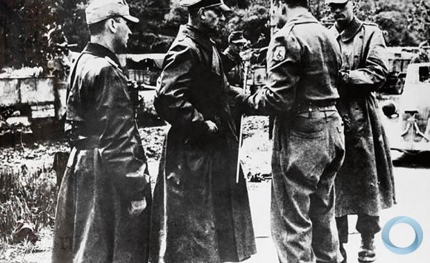 Alemães negociam rendição da 148 Divisao de Infantaria da Whermacht com o General Zenobio da Costa na Italia - 2 de maio de 1945