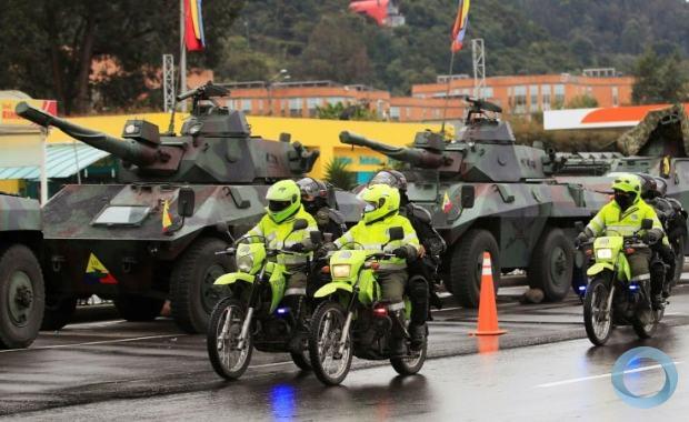 Mobilização militar e de forças antimotins nos arredores de Bogotá, em 4 de maio de 2021 - AFP