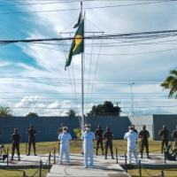 Militares da Capitania dos Portos do Amapá e do Exército no encerramento do curso