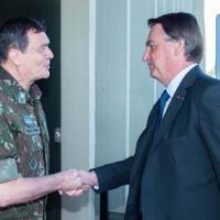 Presidente Bolsonaro visitou o Quartel-General do Exército, em 11 Maio 2021. O Comandante do Exército Gen Ex Paulo Sergio recebe o presidente Jair Bolsonaro Foro CCOMSEx