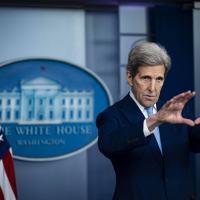 """""""O Brasil é uma das dez maiores economias do mundo e líder regional, o país tem a responsabilidade de liderar"""", diz Kerry."""