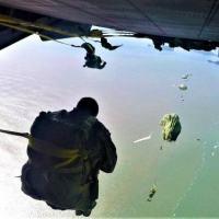 Adestramento de salto paraquedista semiautomático