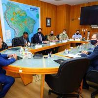 Reunião do Ministro da Defesa Braga Netto com os presidentes da FIESC e do COMDEFESA. Também presentes o Chefe da SEPROD Degaut e do Gen Duizit Brito.